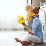 Цветы в день рождения мамы: как не ошибиться с выбором?