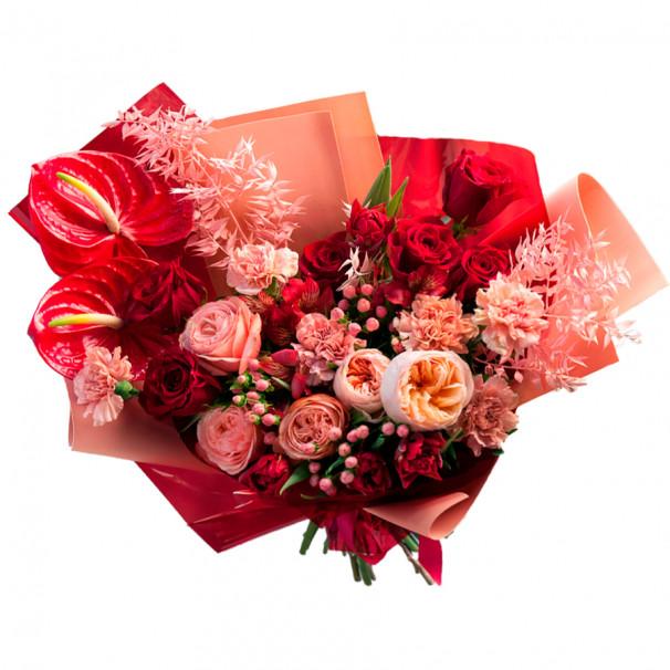 Букет из антуриума, пионовидных роз и гиперикума