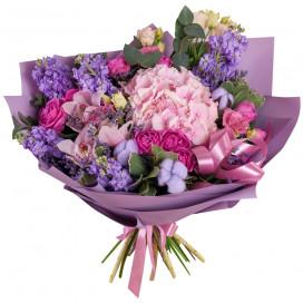 Букет из гортензии, орхидей и кустовых роз