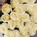 Букет из 25 белых роз 60-70 см (Эквадор) в упаковке
