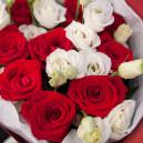 Букет цветов из 9 красных роз и эустом