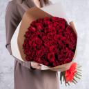 Букет 51 красной розы 60-70 см (Эквадор) в упаковке