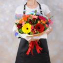 Букет цветов из голландских кустовых роз с герберами