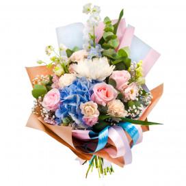 Букет из гортензии, розы, голландской гвоздики и хризантемы