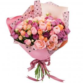 Букет из 15 кустовых роз в упаковке