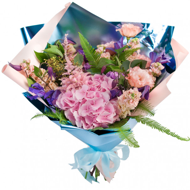Букет цветов из клематиса с гортензией, матиолой, эустомой и гвоздикой