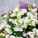 Букет цветов из 15 белых эустом в упаковке