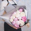 Букет цветов из 15 белых и розовых пионов (Премиум)