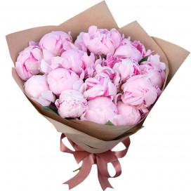 Букет цветов из 15 розовых пионов в упаковке (Премиум)