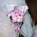 Букет цветов из 17 розовых пионов в упаковке (Премиум)