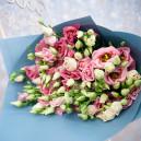 Букет цветов из 19 розовых эустом в упаковке