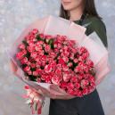 Букет из 25 кустовых роз Фаерворк в упаковке