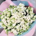Букет цветов из 25 белых эустом в упаковке