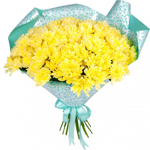 Букет цветов из 25 желтых кустовых хризантем в упаковке