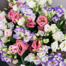Букет цветов из 25 эустом микс в упаковке