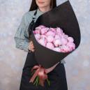 Букет цветов из 25 розовых пионов в упаковке (Премиум)
