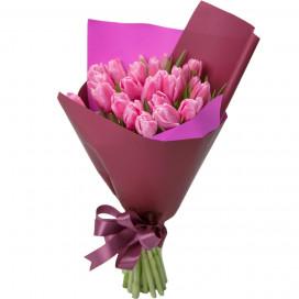 Букет цветов из 25 розовых тюльпанов в упаковке
