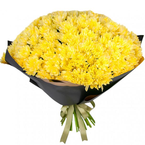 Букет цветов из 35 желтых кустовых хризантем в упаковке