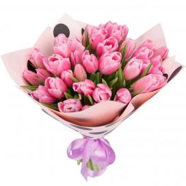 Букет цветов 35 розовых тюльпанов в упаковке