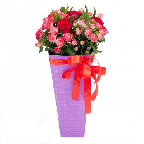 Букет из голландской кустовой розы в подарочной коробке