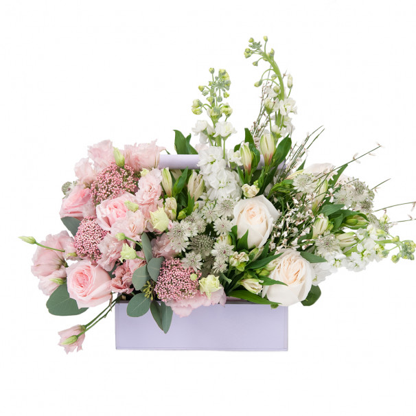 Ящик с пионовидными розами, матиолой и озотамнусом