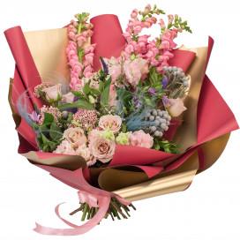 Букет из роз, антирринума, эустомы и клематиса