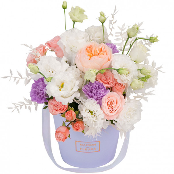 Коробочка с розами, гвоздиками и эустомой