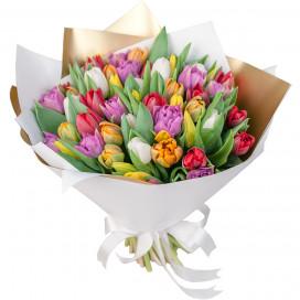 Букет цветов из 51 тюльпанов микс в упаковке