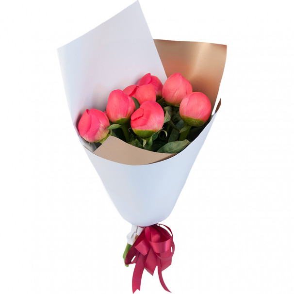 Букет цветов из 7 коралловых пионов в упаковке (Премиум)