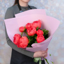 Букет цветов из 9 коралловых пионов в упаковке (Премиум)
