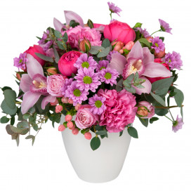 Композиция с розами, орхидеями и хризантемами