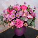 Цветочная композиция с розами, орхидеями и хризантемами