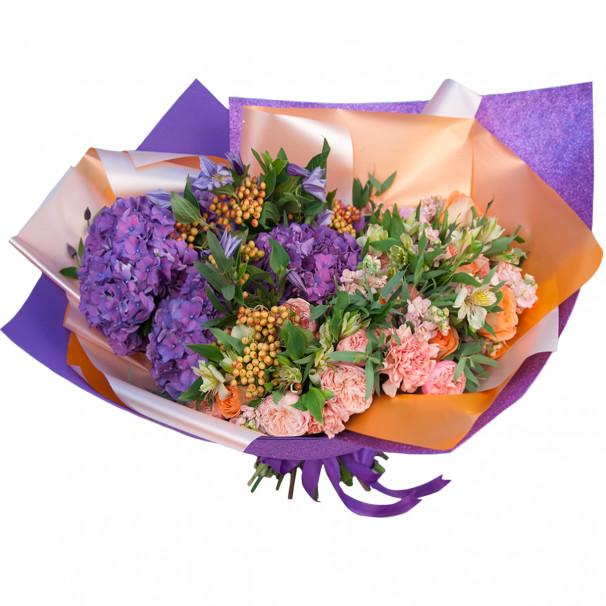 Букет цветов с гортензиями, калиной и альстромериями