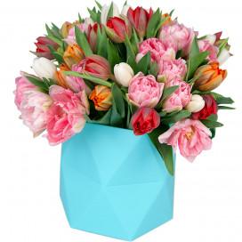 Коробка с 47 тюльпанами микс