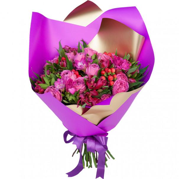 Букет цветов с пионовидными розами, альстромериями и фрезиями