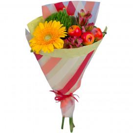 Букет цветов из герберы, альстромерии и декоративных яблок