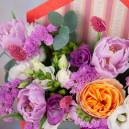Конвертик с тюльпанами, фрезией, эустомой и розой