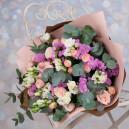 Букет цветов с кустовыми розами и эустомой