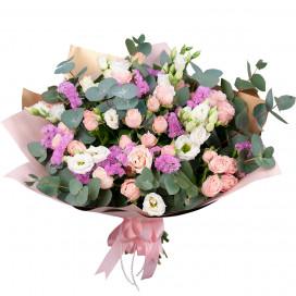 Букет с кустовыми розами и эустомой