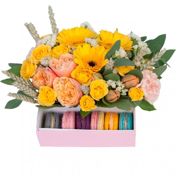 Цветочная композиция с макаронами и желтыми герберами