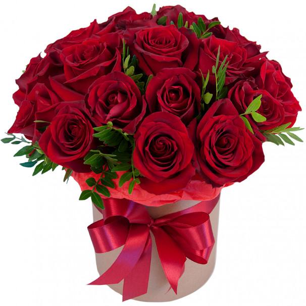 Букет из 25 красных роз в крафт коробке