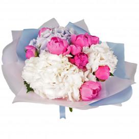 Букет цветов с пионами и гортензиями