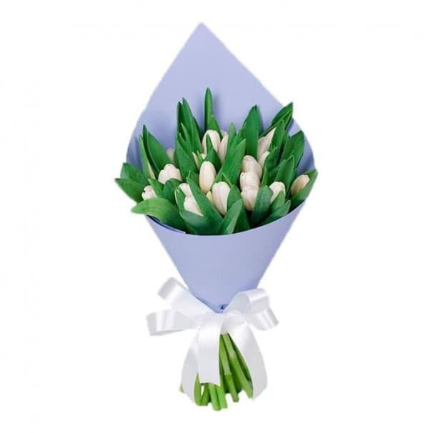 Букет из 25 белых тюльпанов в упаковке