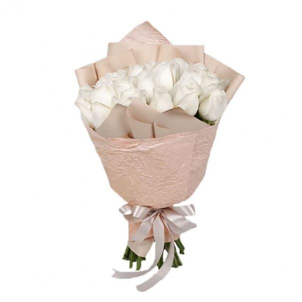 Букет №153 - 25 белых роз в упаковке