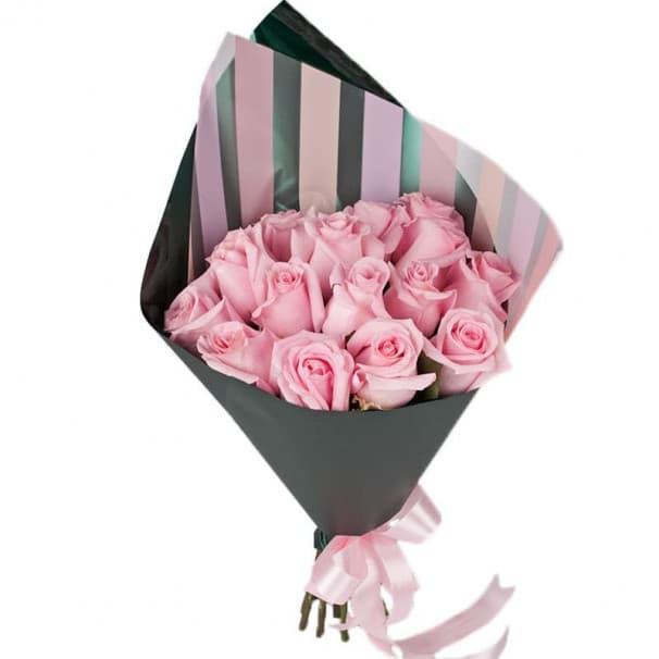 Букет из 15 розовых роз 50 см в упаковке (Эквадор)
