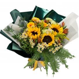 Солнечный букет из подсолнухов, гвоздики и герберы