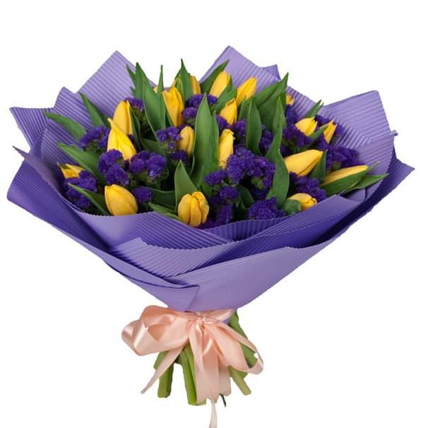 Букет из тюльпанов и статицы
