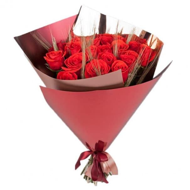 Букет из роз с колосьями