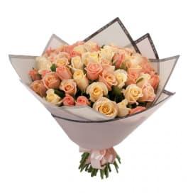 59 нежных российских роз в упаковке