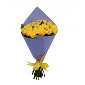 25 желтых российских роз в упаковке